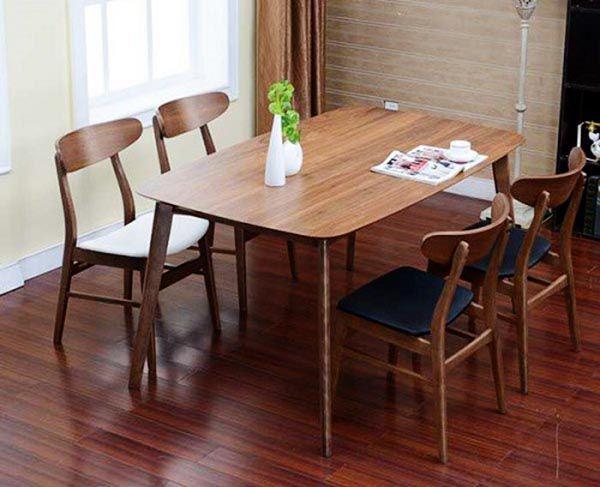 Bộ bàn ăn được thiết kế dành riêng cho căn phòng có diện tích nhỏ