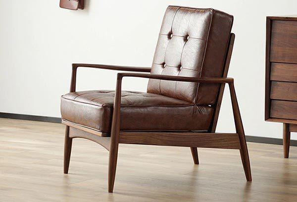 Mẫu sofa đơn gỗ óc chó và bọc nệm da cho bạn thoải mái tiếp khách