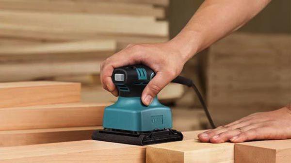 Trà nhám và xử lý bề mặt gỗ tùy vào yêu cầu mà lựa chọn bả bột phù hợp - Nadu Furniture