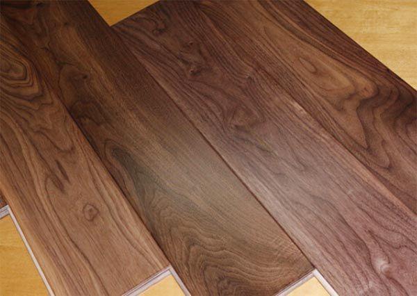 Ván sàn gỗ óc chó còn được sơn bởi một loại sơn bóng vô cùng đặc biệt