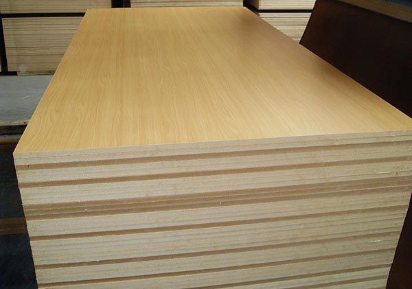 Gỗ ép công nghiệp chịu nước là gì - So sánh với gỗ MDF chống ẩm - Nadu Furniture
