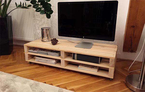 Mẫu kệ tivi gỗ thông Pallet đơn giản.jpg