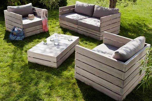 Mẫu sofa pallet gỗ đẹp để tắm nắng cho trẻ nhỏ buổi sáng