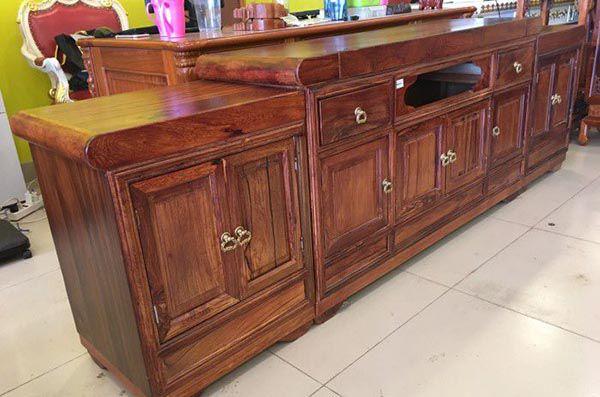 Mẫu tủ gỗ Cẩm Lai được nhiều người yêu thích với chất gỗ đẹp và giá hợp lý