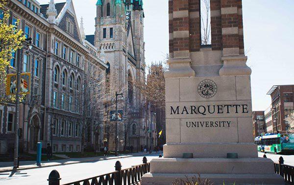 Marquette University được lấy theo tên 1 vị danh mục chứ không liên quan đến thuật ngữ Marquette
