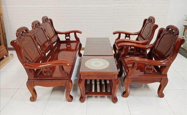 Sofa gỗ giá rẻ kém chất lượng gắn mác thanh lý để lừa người tiêu dùng