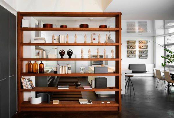 Kệ sách gỗ ngăn giữa phòng khách và phòng bếp