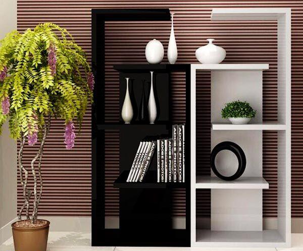 Một chiếc kệ trang trí đứng đơn giản cũng tạo nên sự tinh tế cho phòng khách