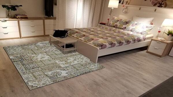 Màu sắc và chất liệu thảm cần phù hợp với không gian phòng